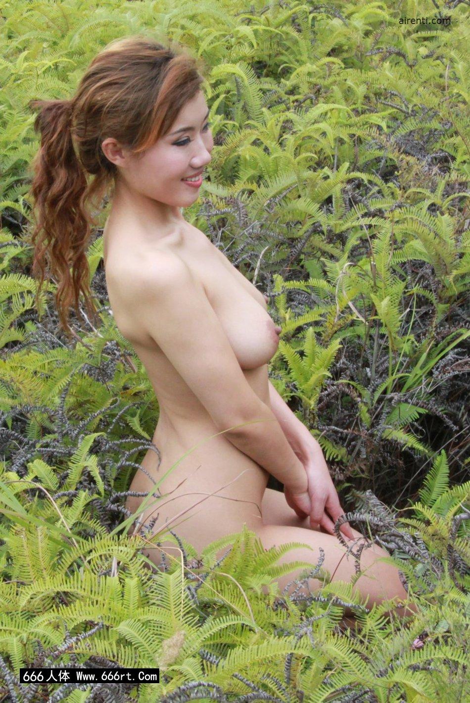 山野草丛外拍白皙名模兰依