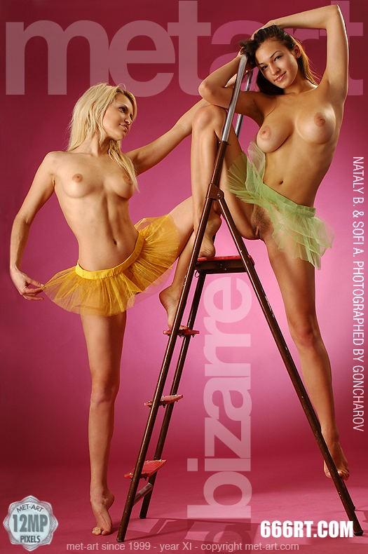 模特SOFI A和MELANY粉红屋子棚拍-1第1张
