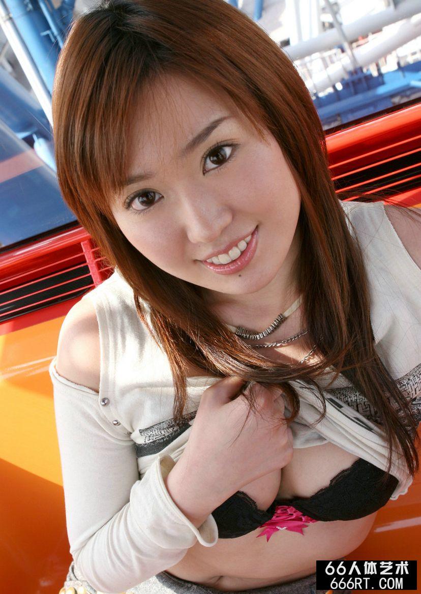 丰满日本少妇神谷黑色内衣写真第1张