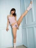 清秀少女内衣人体体操写真
