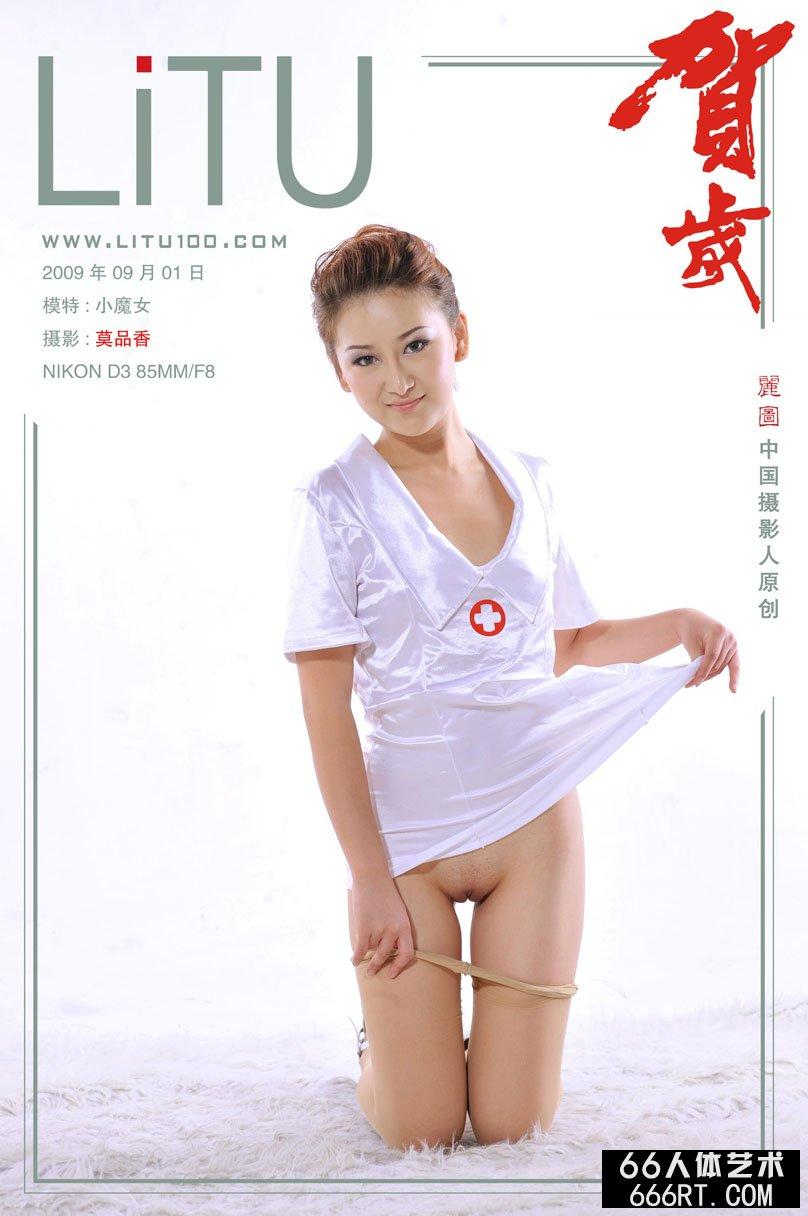 大尺度裸模小魔女09年9月1日棚拍薄丝人体