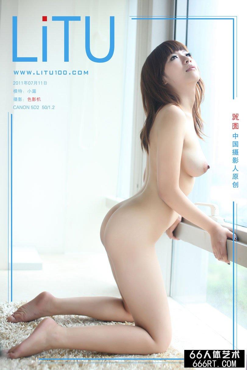白富美超模小露11年7月11日室拍青春人体