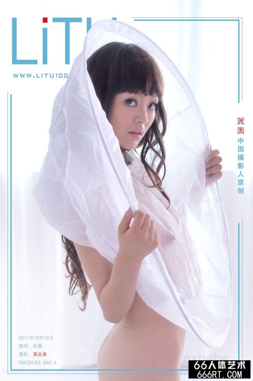 丰腴白皙的苏茜11年10月12日室拍