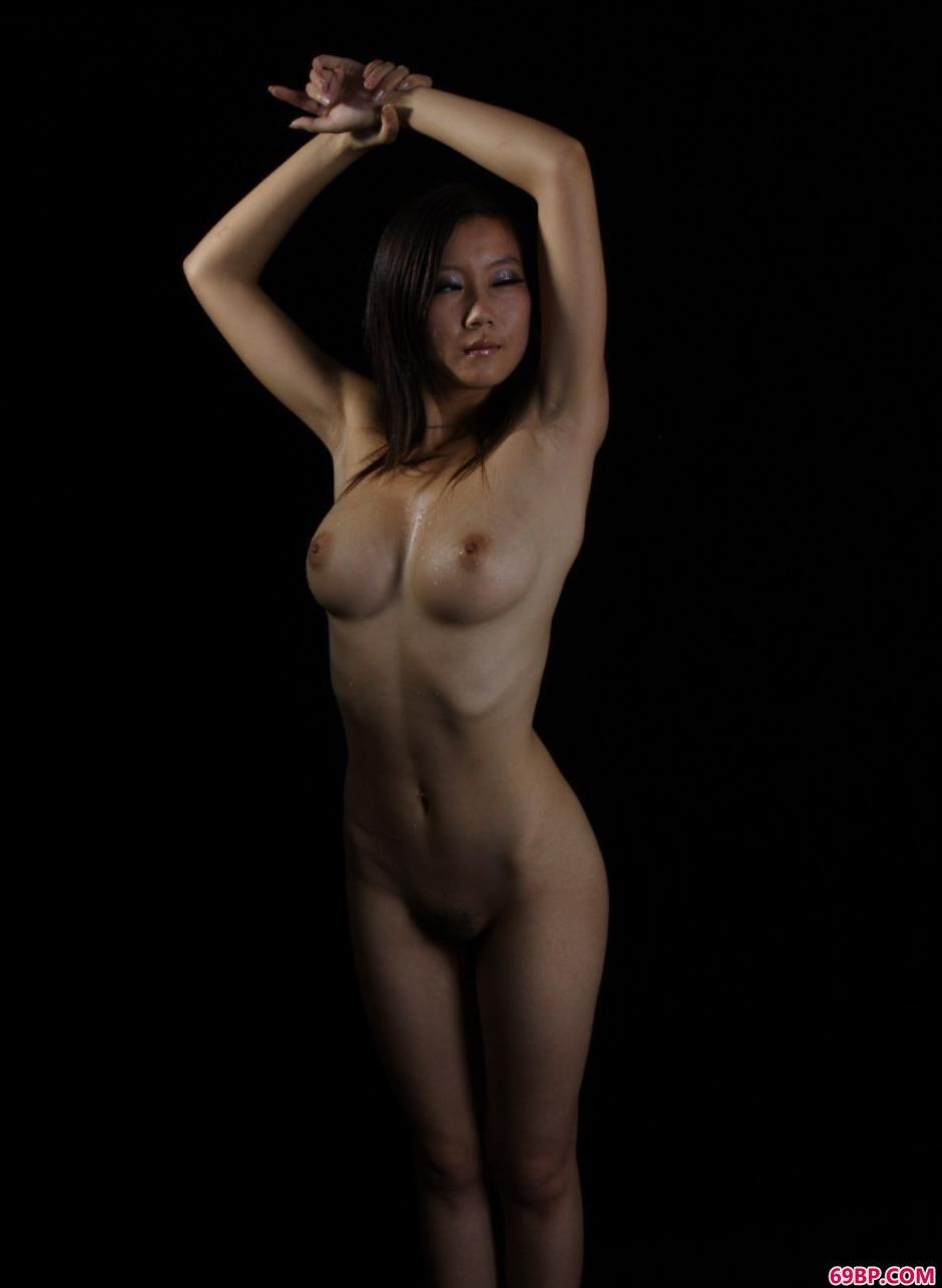 名模Linda写真棚里的可人美体
