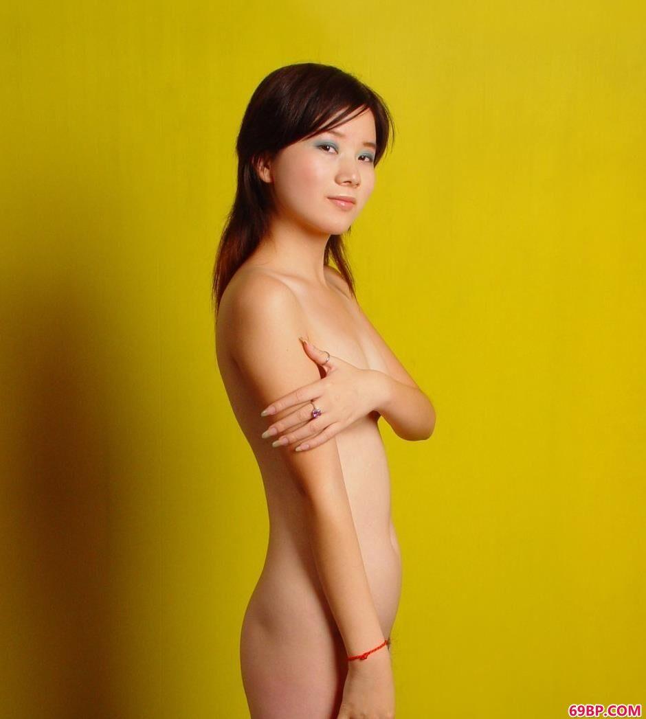 裸模嘉怡写真棚里的魅惑人体