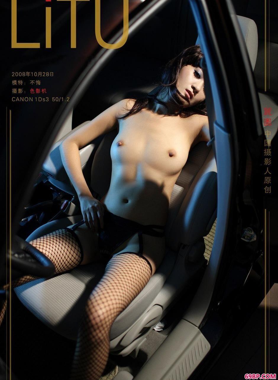 名模不悔汽车内的撩人美体_张筱雨艺术
