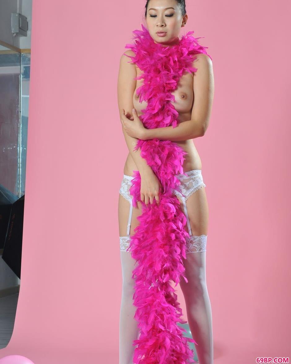 美模文文图片棚里的围巾人体