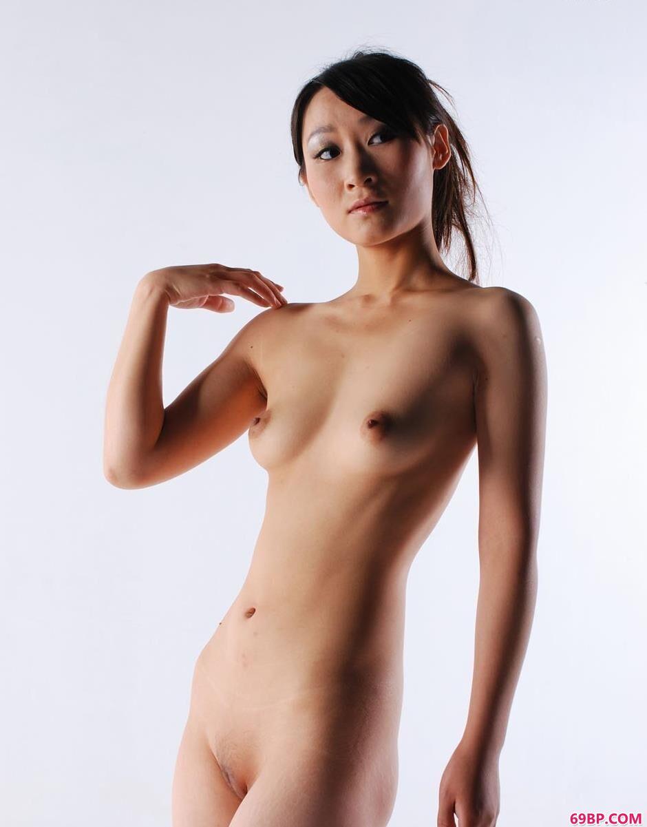 裸模小贤室拍青春诱惑美体