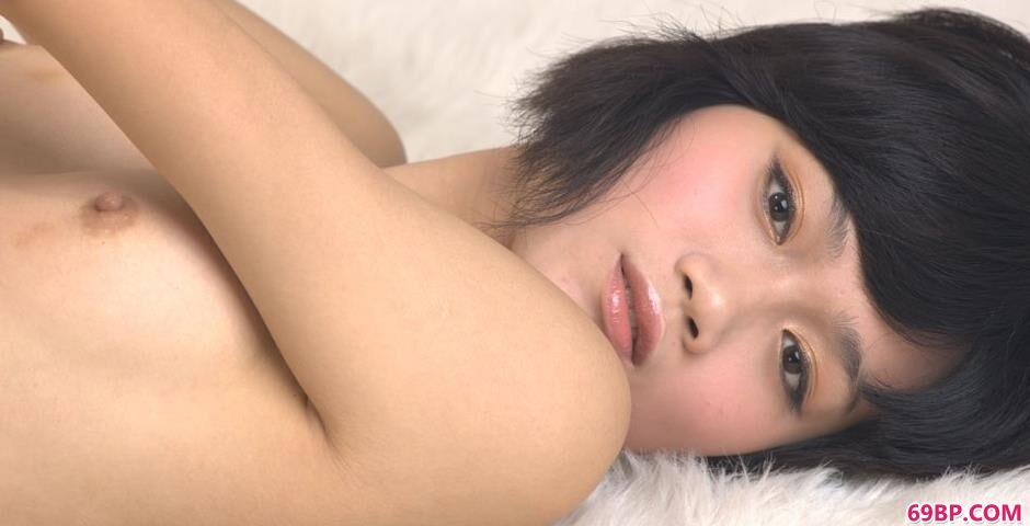 亚洲美腿欧美偷拍_裸模紫络室拍抚媚人体2