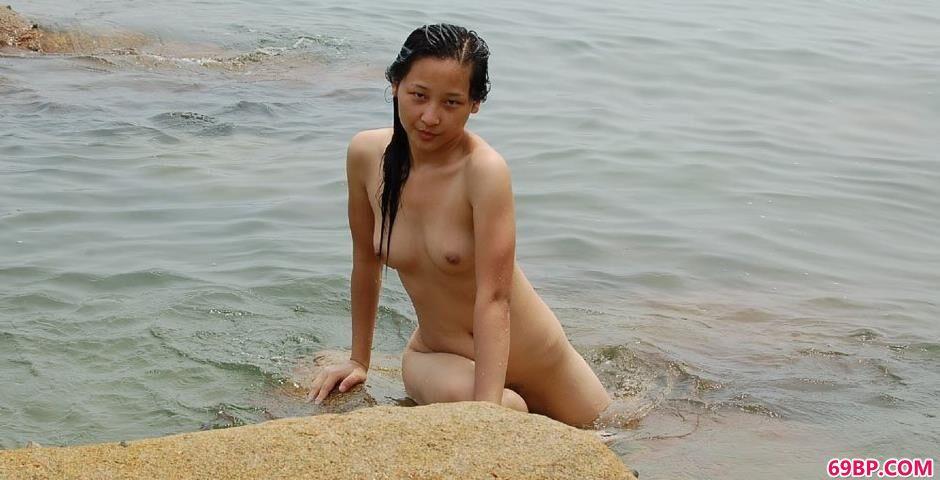 美模雅芬海边礁石上的勾魂美体_极品嫩模