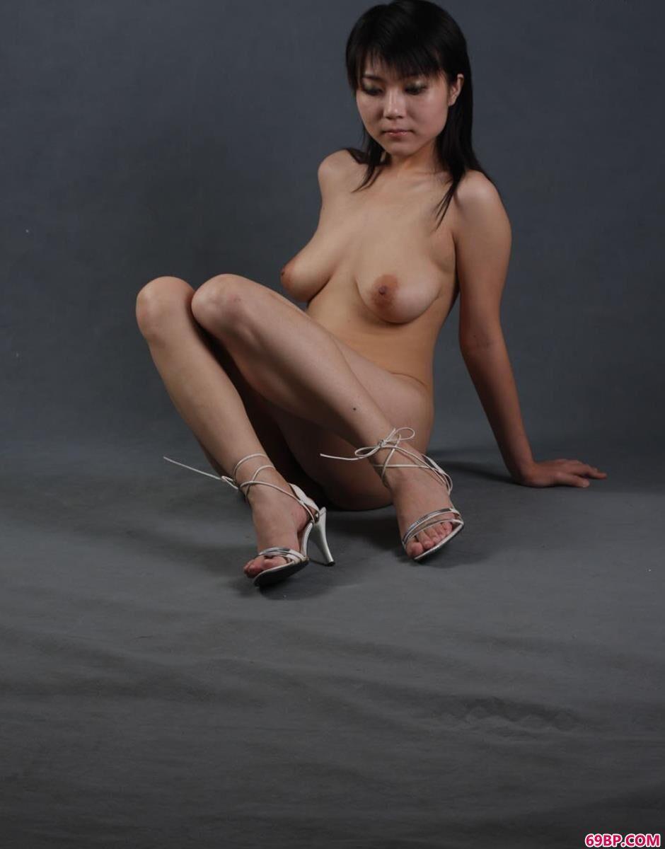 性服务22p_超模水妞图片棚里的丰腴身材1