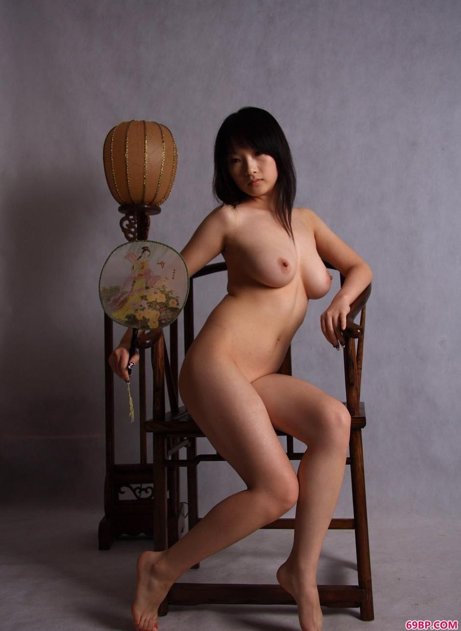 名模心心图片棚里的古典人体_西西人体动态艺术图片