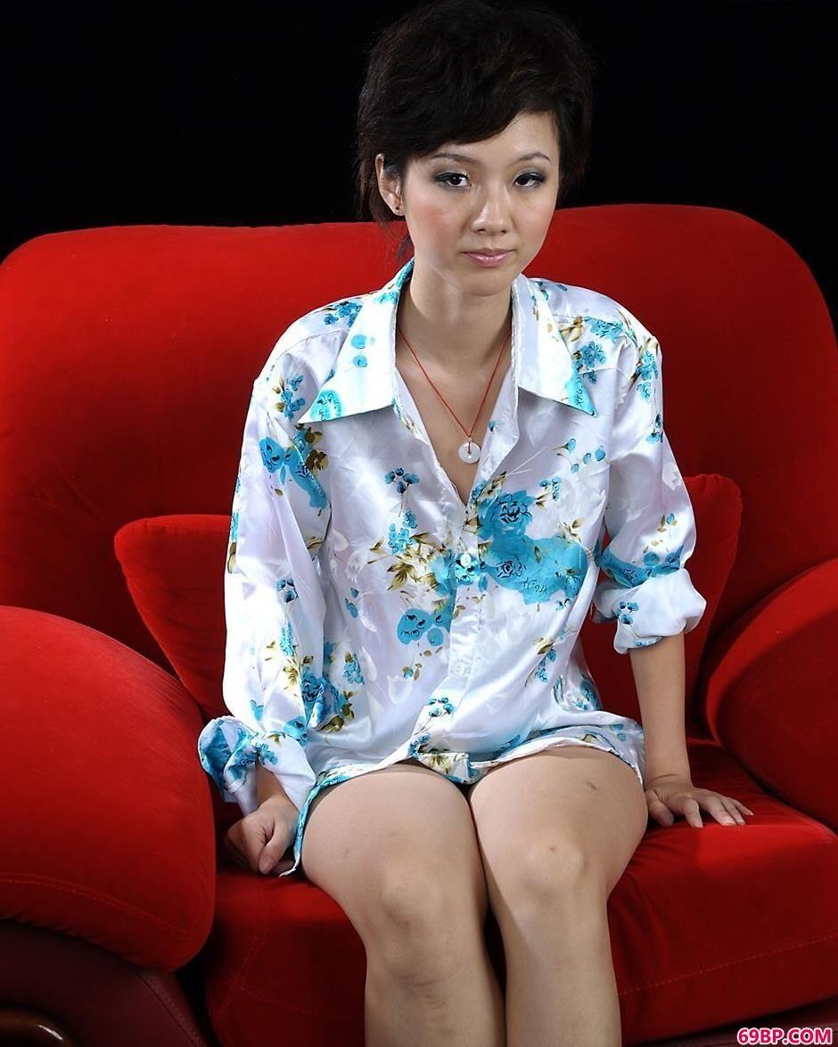 天心在红色椅垫上的别样人体_西西人体阴部艺术照片