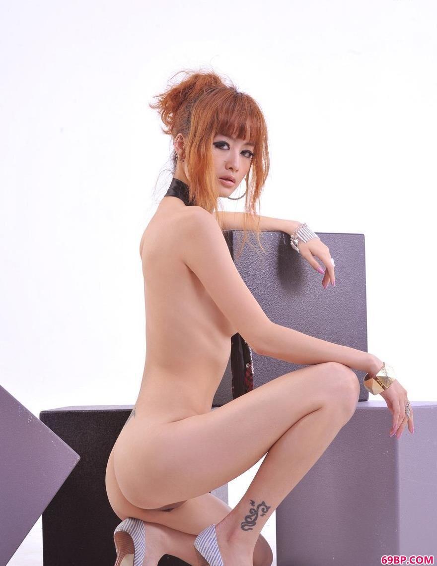 超模Yumi室内人体造型4_西西人体高清444rt・net
