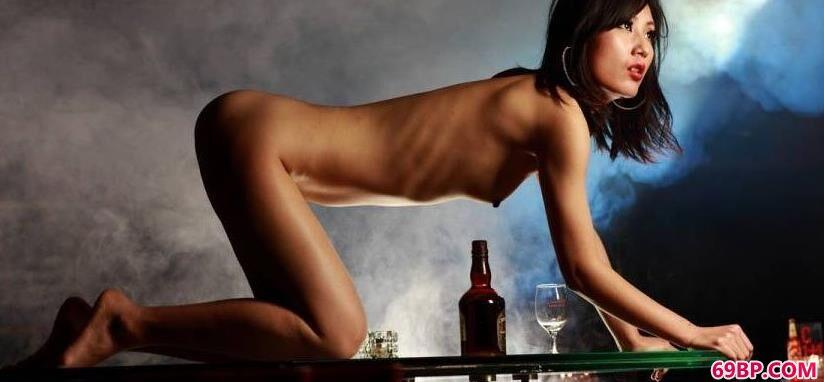烟雾迷漫裸模艾米_西西人体版高清中国