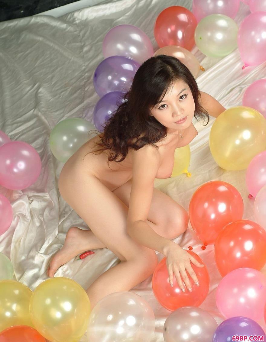 气球与美体名模毓惠2_欧洲女子做爰