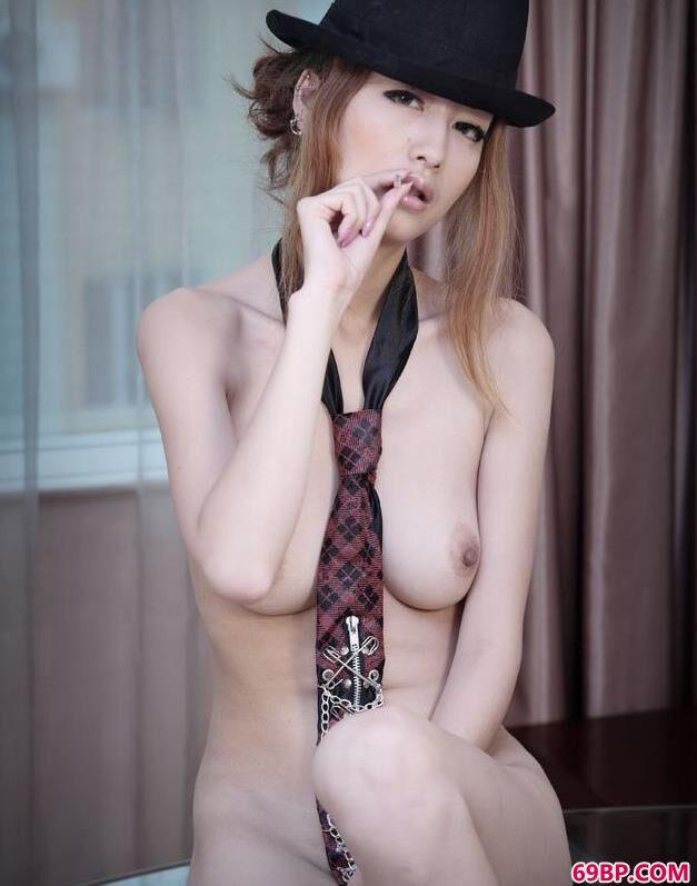 酷酷的人体美模Yumi西西人体44高清大胆摄影