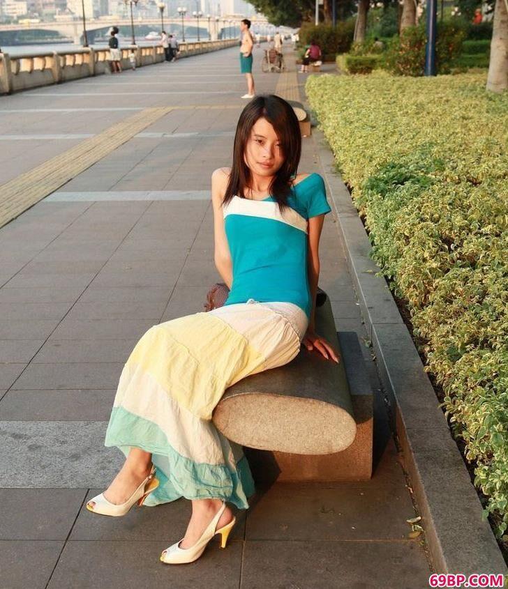 亚洲丰满少妇自慰喷水_很真实的超模佩瑶