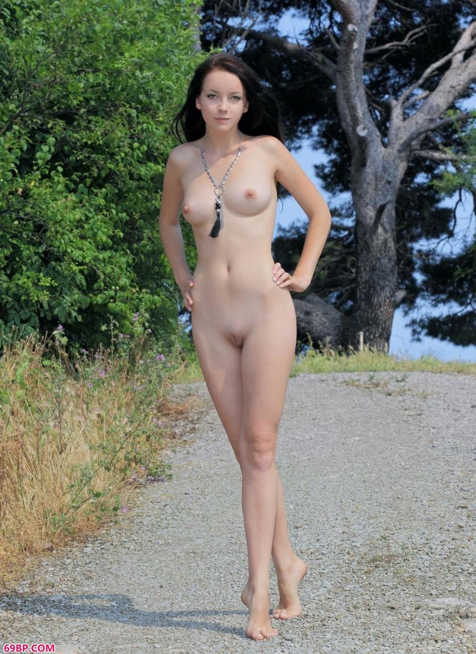 超模Diana森林里的丰腴人体_人体模特汤芳