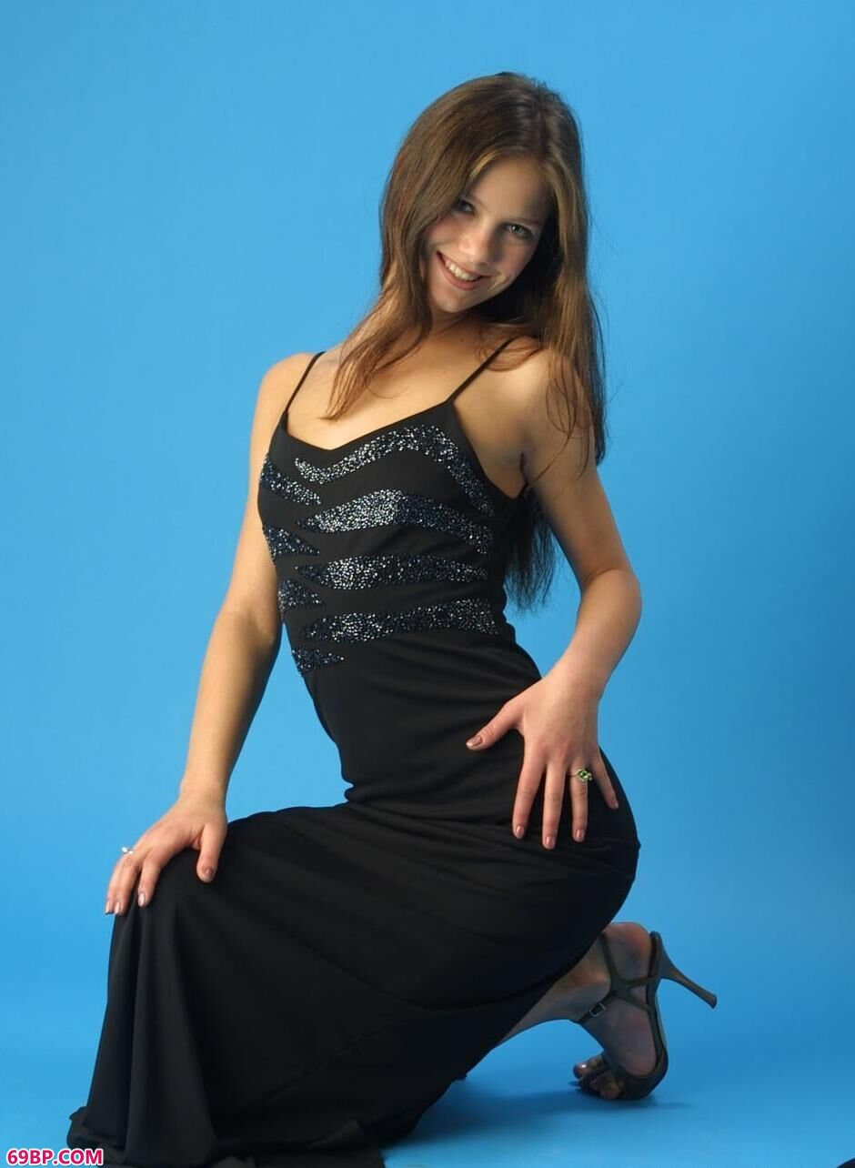 MYSTERIA黑裙好身材