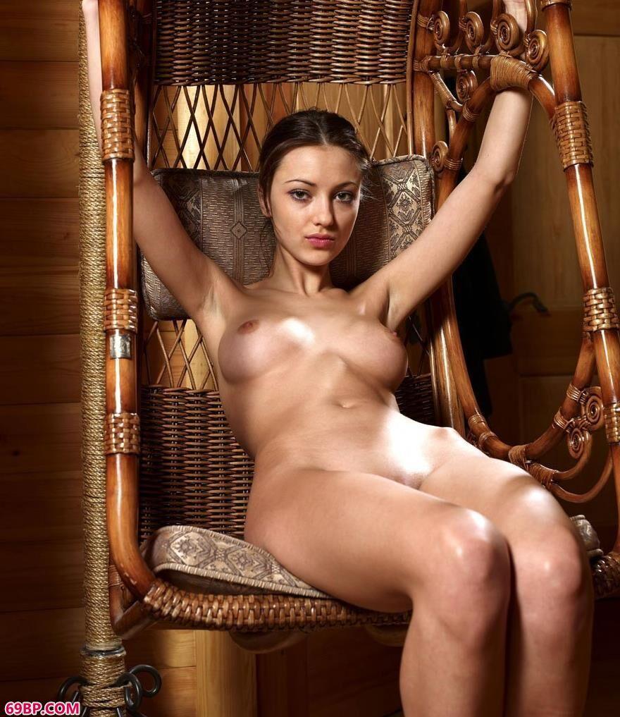 名模yoyo藤椅上的无圣光人体,西西人体y拍在线