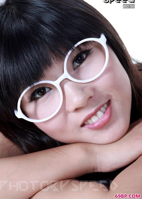 丰润的眼镜MM