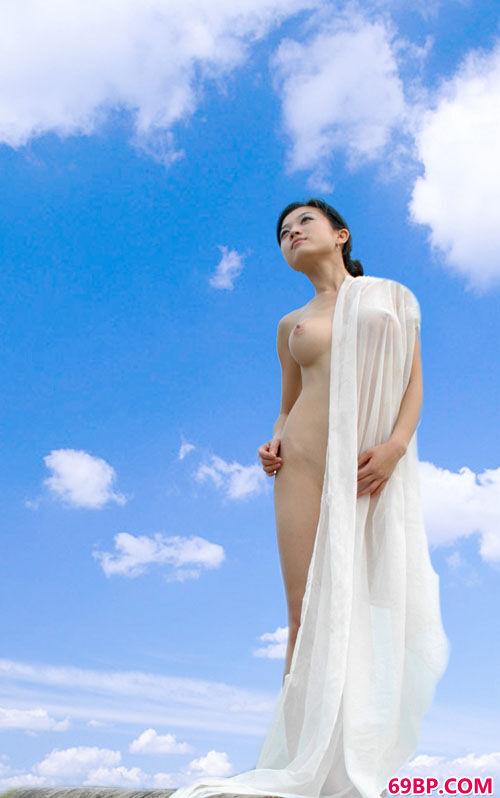 中国极品美�N人人体BT_另个角度拍御姐