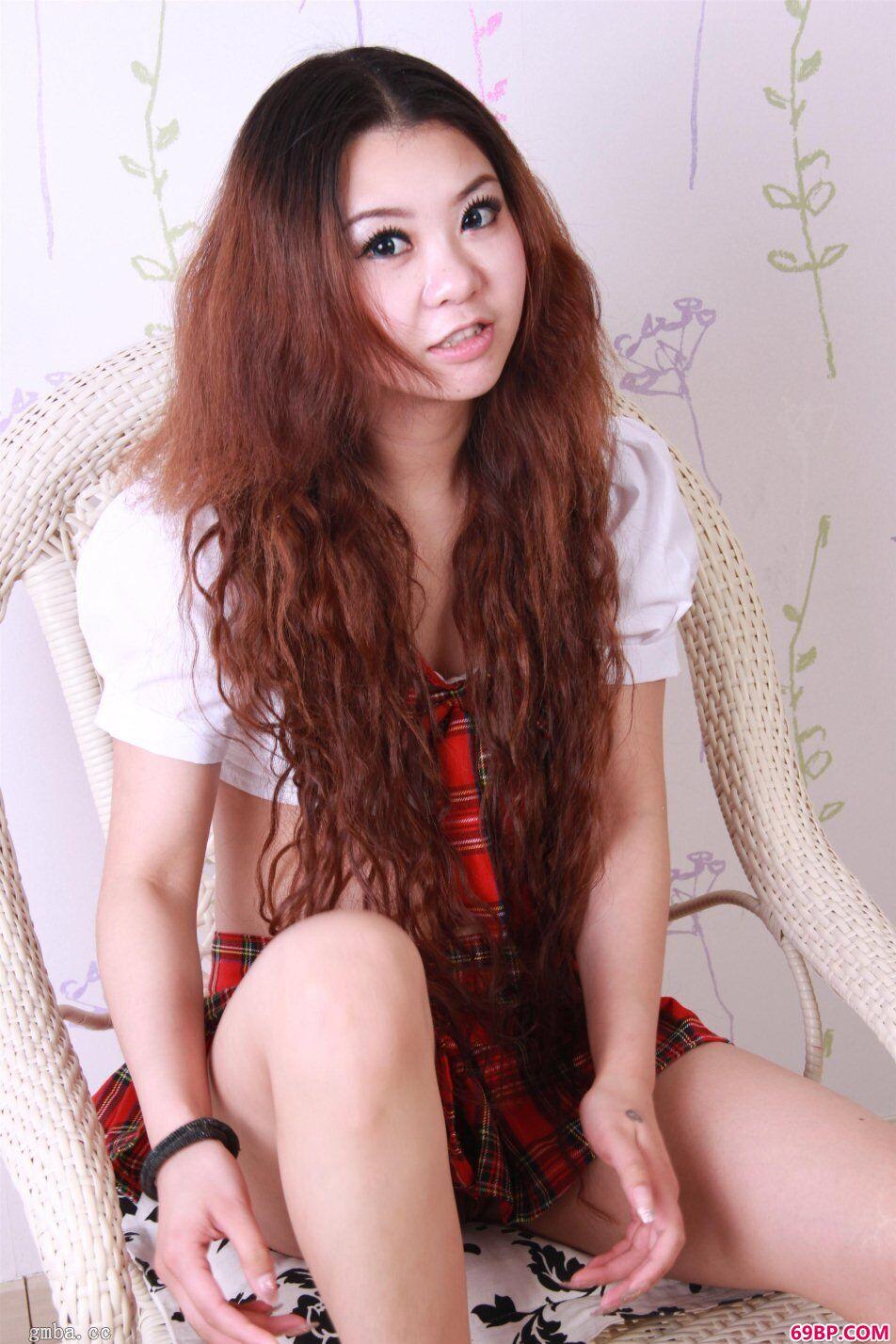 长头发国模四眼学生妹雅雅私拍装裙下风采人体照_西西人体广西柳州莫菁