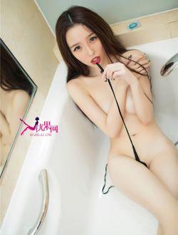 气质美女在浴室里洗浴私拍人体