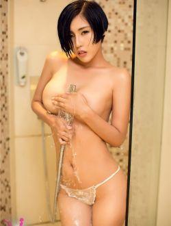 气质短发美女浴室湿身人体写真