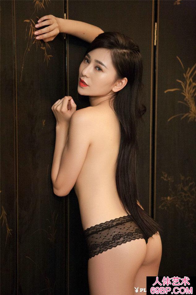 美女吴沐熙穿性感黑色丁字内裤写真第2张