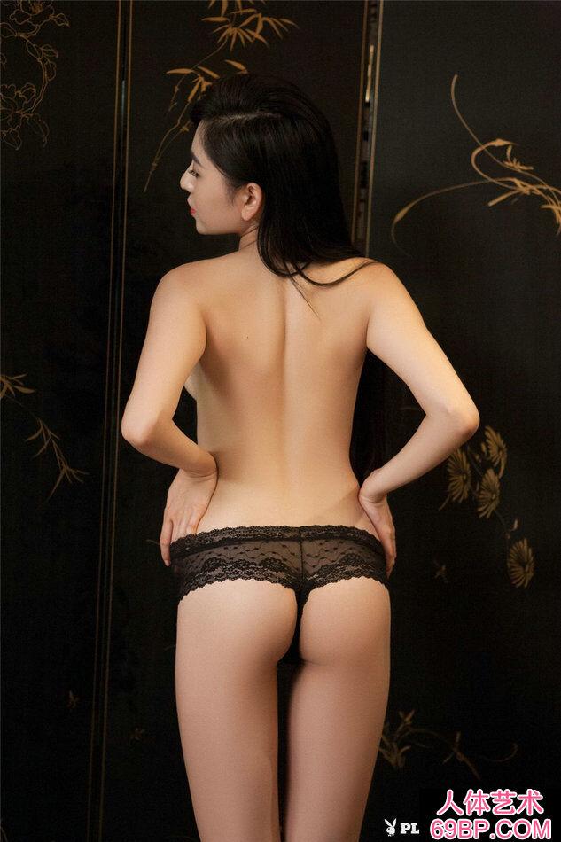 美女吴沐熙穿性感黑色丁字内裤写真第3张