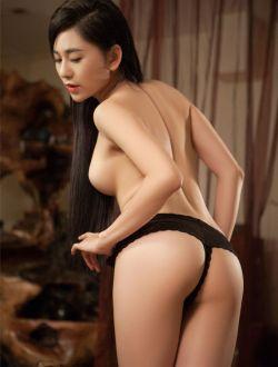 美女吴沐熙穿性感黑色丁字内裤写真