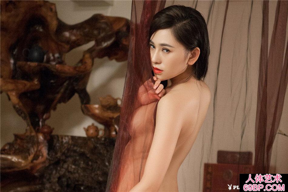 美女吴沐熙穿性感黑色丁字内裤写真第10张