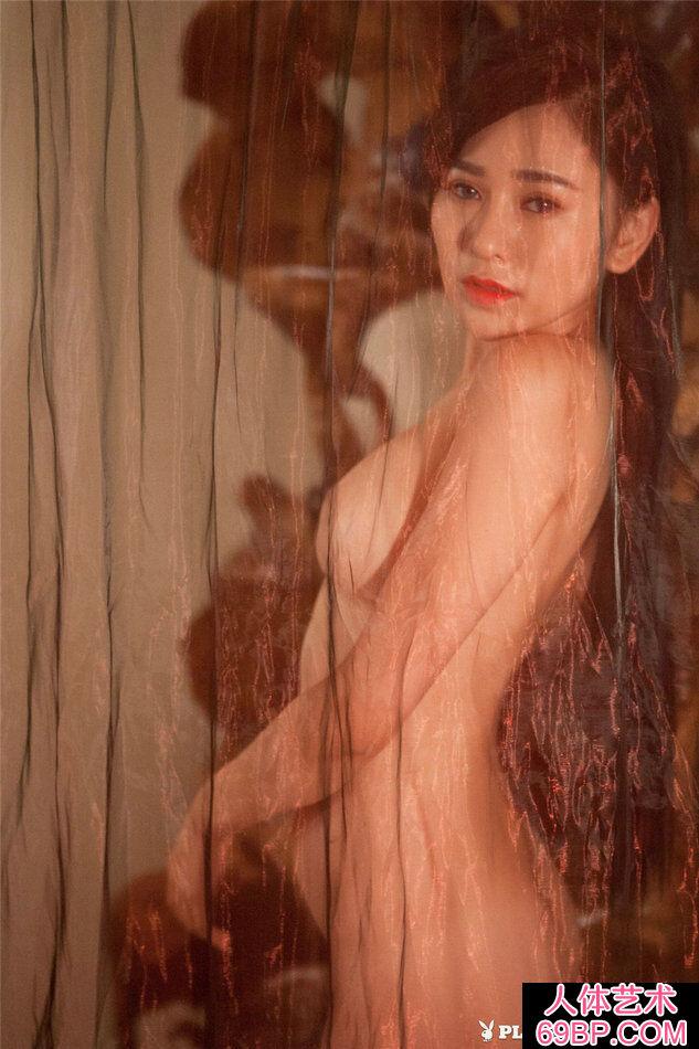 美女吴沐熙穿性感黑色丁字内裤写真第18张