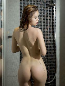 身材超好的飞图网美女梦瑶湿身洗浴