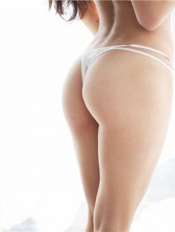 丰满有力量的翘臀美女玛鲁娜人体艺术