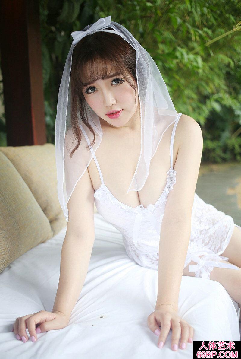 身披白色婚纱的日本妹子丰满美臀第6张