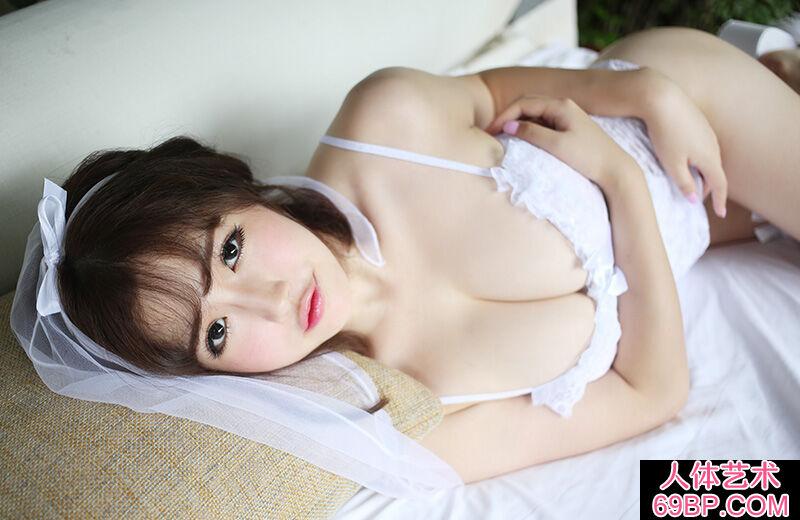 身披白色婚纱的日本妹子丰满美臀第7张