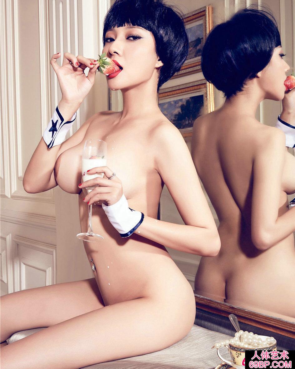 超大巨胸裸模松果儿妖娆美臀桌球摄影照