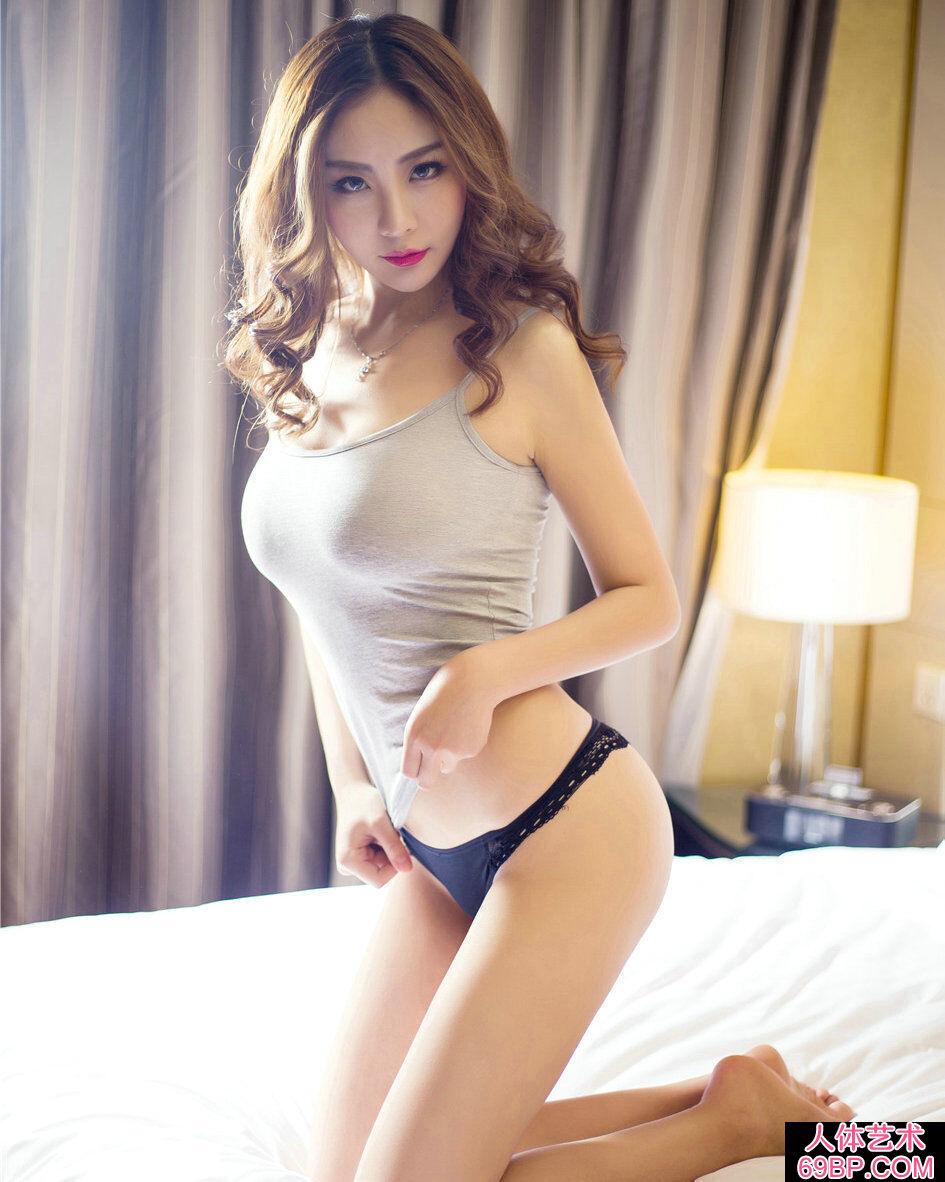 丰润妩媚的靓女张梓柔惹火床照艺术图
