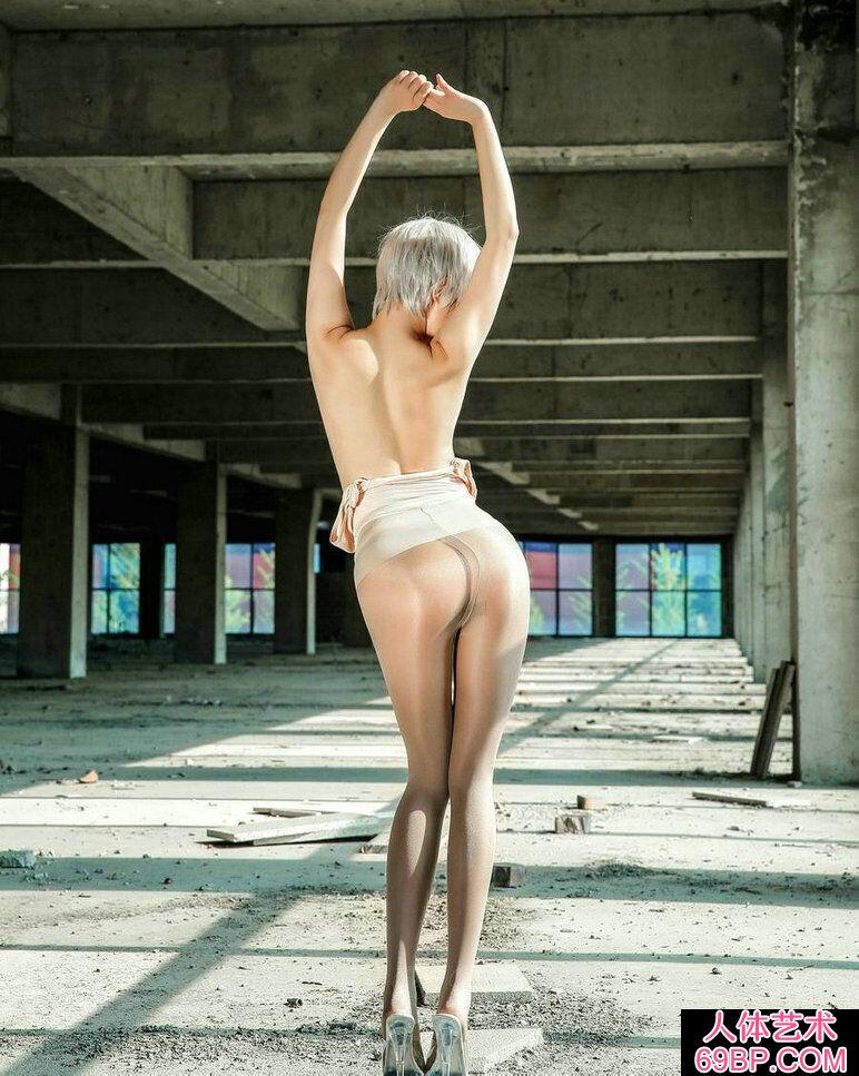 工厂废旧车间外拍黑丝美人人体艺术