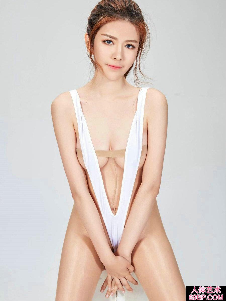 艳丽靓丽的大学生极限大尺度薄丝人体图片