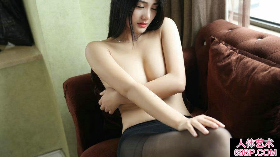 肤白貌美的丰满模特黑丝袜人体照第6张