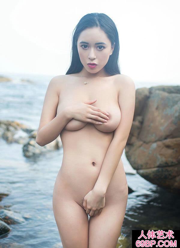 三亚海礁外派丰腴滑嫩的精品女神黄可