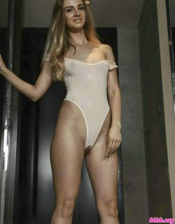 性感的白俄罗斯美女薄透泳装写真图片