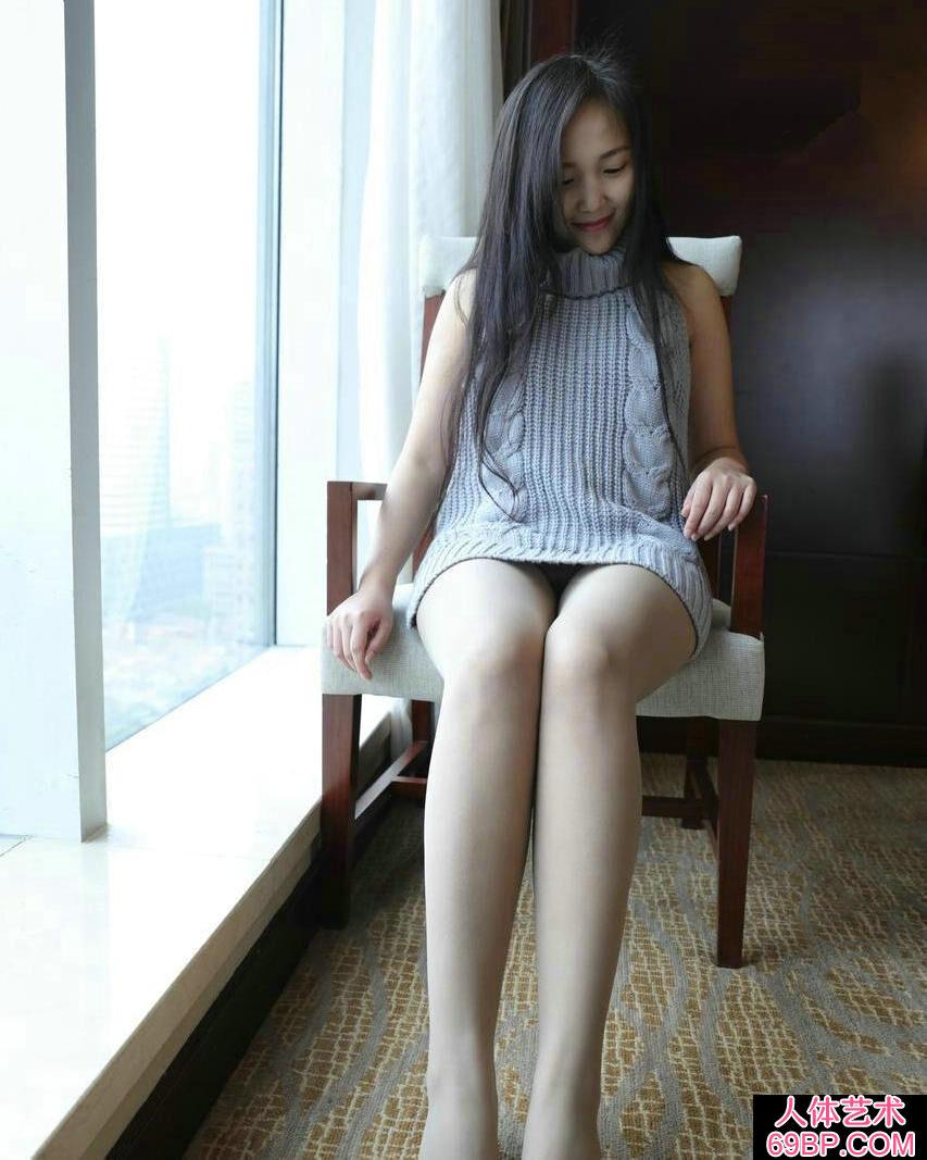 靓丽可爱的嫩模无内薄丝高等酒店写照图