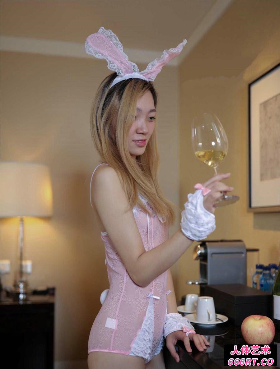 穿情趣装的兔女郎情趣黑丝套装开裆图片