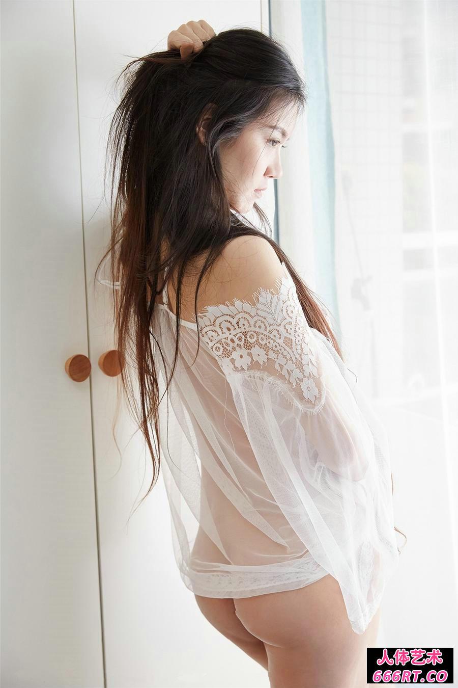 白嫩少妇吴凯莉穿超薄透视内衣倮身透明照第8张