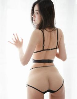 白嫩少妇吴凯莉穿超薄透视内衣倮身透明照